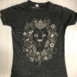 Women's DKNG Lion T-Shirt size Small